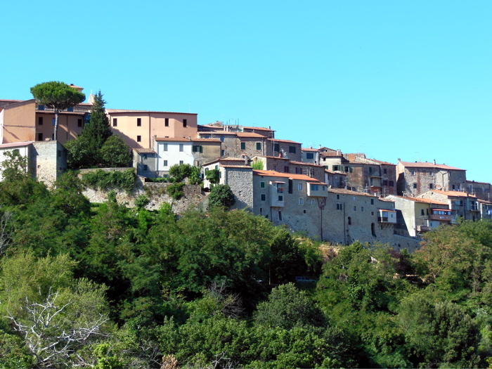 The hillside village of Gavorrano by day. © Erin Zaleski 2012